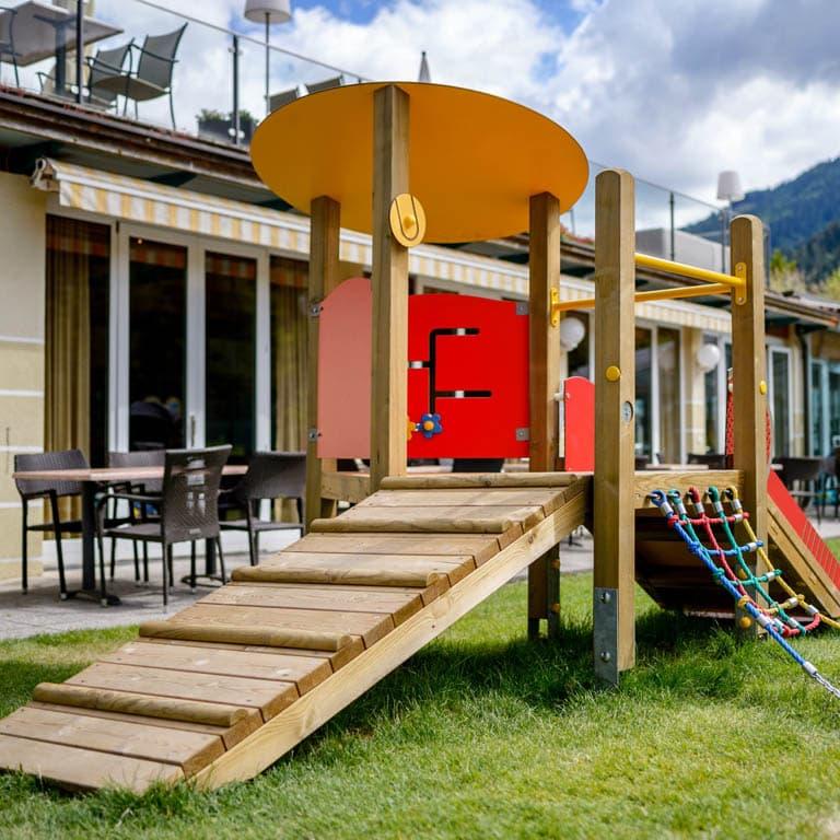 Spielplatzinstallation am Brennseehof Kärnten